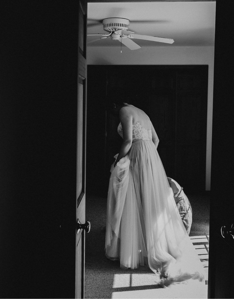 05_KateGreg_096_byLiWard-2 (1)_cape-cod-wedding_bride_black-and-white_wedding